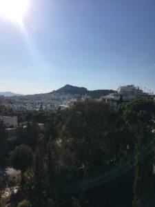 屋上からの丘